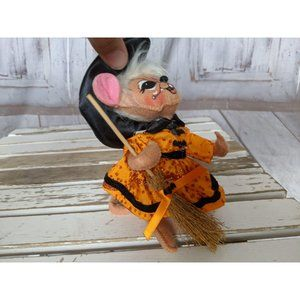 Annalee Holiday - Vintage Annalee Witch Mouse W/ Broom 2011 Orange D